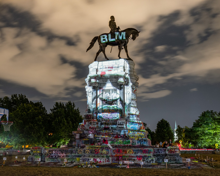 Kris Graves, George Floyd Projection, 2020. Peaceful protests at the Robert E. Lee Circle on Monument Avenue, Richmond, Virginia at night.