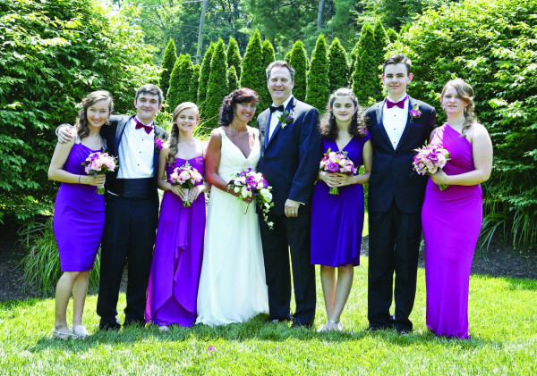 Mary (Howard) Harris '87 and Chris Van Brunt were married June 11, 2016. The ceremony included their six children: Shannon, Drew, Reagan, Darcy, Tim and Karly.