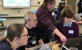 Rebecca Roberts (Biology) leads a workshop at Delaware on molecular visualization (photo by Alberto Roca).