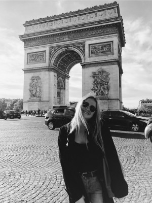 Student posing in front of arch in Paris